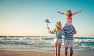 glückliche Famillie Meer